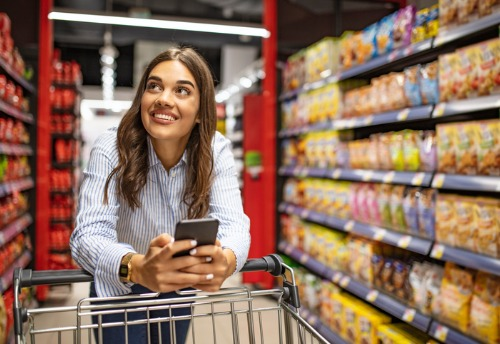 smiling-woman-at-grocery-store