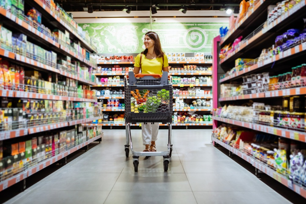 woman-shopping-in-grocery-store